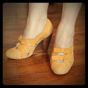 Seychelles Yellow suede pumps, size 8M